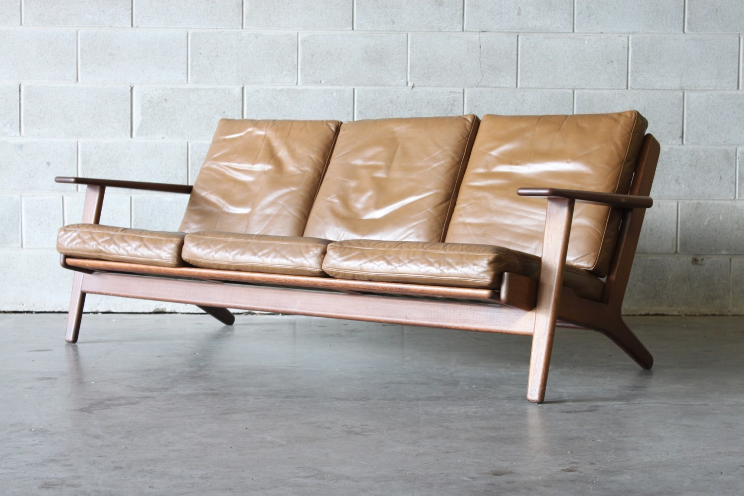 The Plank Sofa by Hans Wegner
