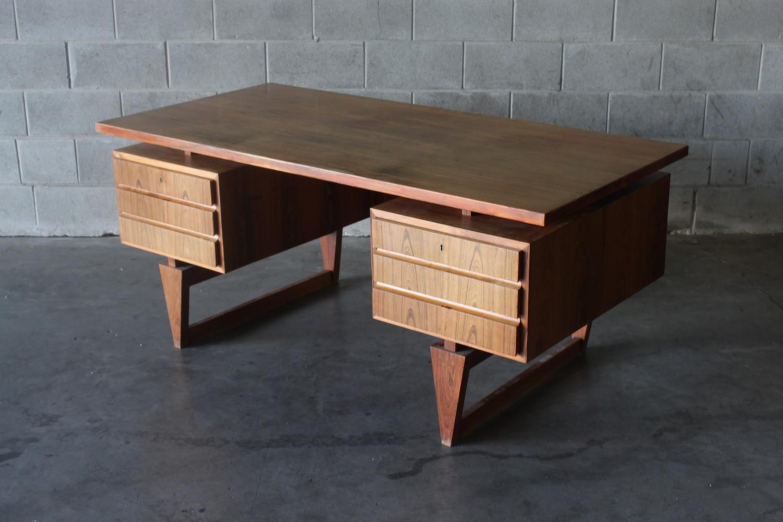 Desk by Illum Wikkelso