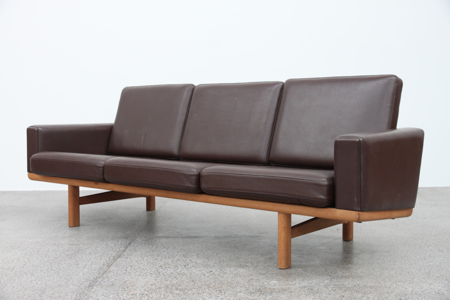 Sofa by Hans Wegner Leather