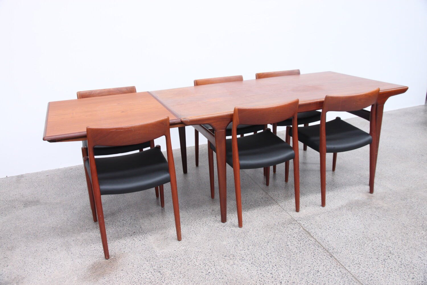Johannes Andersen Extension Table